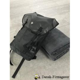 "Swiss Peak 17"" laptop rygsæk, med 2 stk. håndklæder"